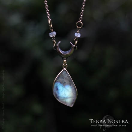 """Hekate"" necklace — Labradorite"