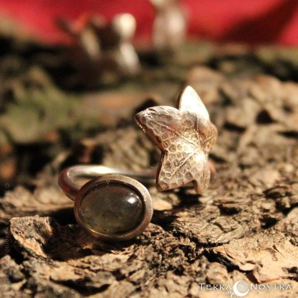 """Ivy's Song"" ring - With gemstone"