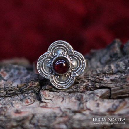 """Clover"" Medieval Ring"
